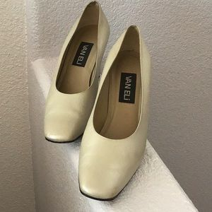 Pearly pumps